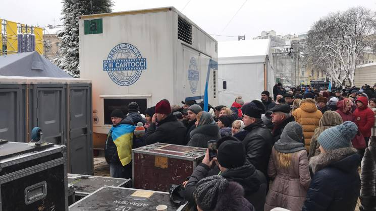 Об'єднавчий Собор: Біля Софії величезні черги в туалет, люди мерзнуть (ФОТО)