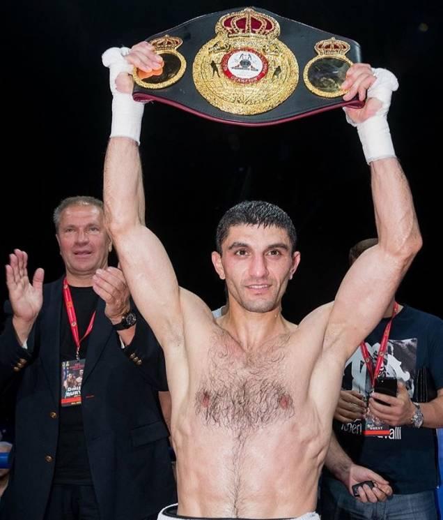 Українець Далакян в феєричному бою з Леброном захистив пояс WBA (Як це було)
