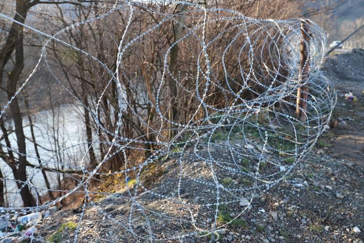 На Закарпатті кордон із Румунією огородж…