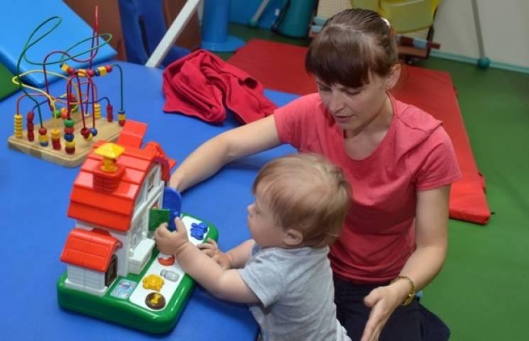 Своєчасне втручання: Як у Харкові допомагають жити особливим малюкам