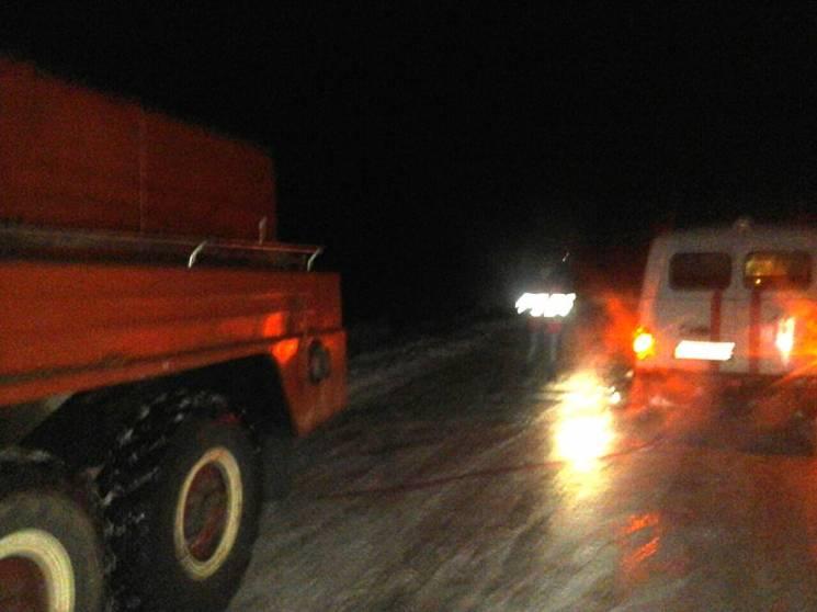 4706a1d00d081c 17 декабря, в 2:00, к спасателям поступило сообщение, что вследствие  сложных погодных условий, на автодороге вблизи с. Жданы Лубенского района  Полтавской ...