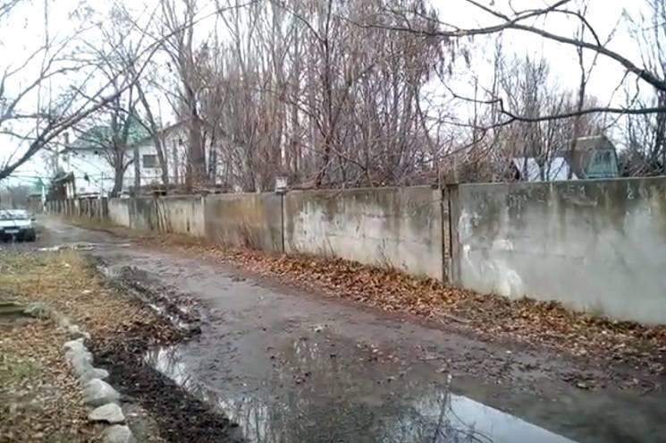 У Нікополі вулиця через прорив труби перетворилася на річку (ВІДЕО)