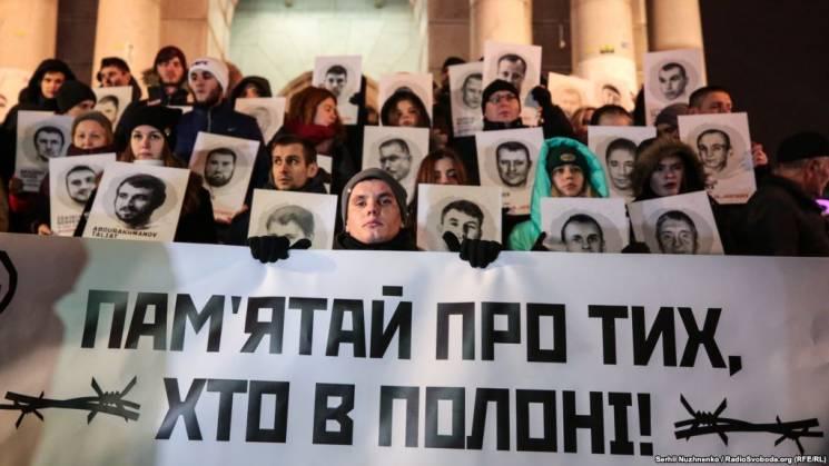 """""""Пам'ятай про тих, хто в полоні"""": На Майдані написали листи українським морякам (ФОТОРЕПОРТАЖ)"""