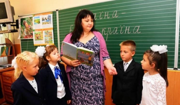 Уряд підвищив зарплату вчителям та викладачам на 20%