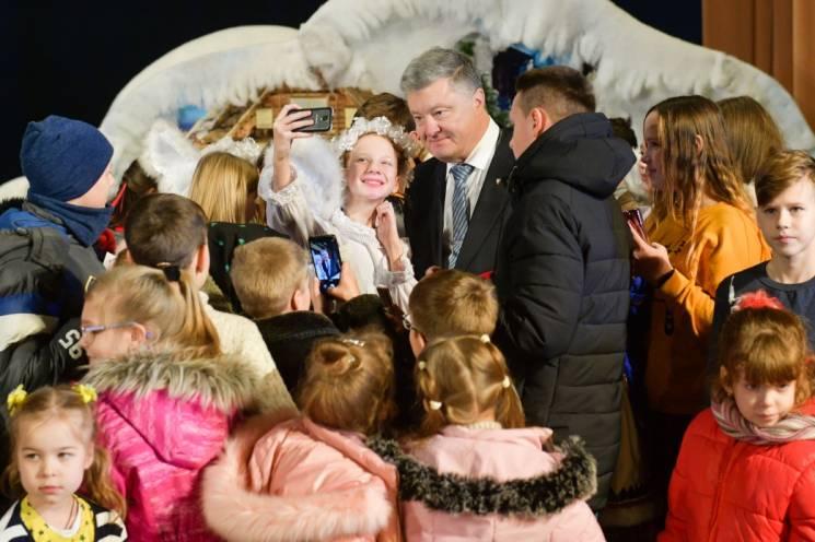 В Тернополе засияла новогодняя елка. В п…