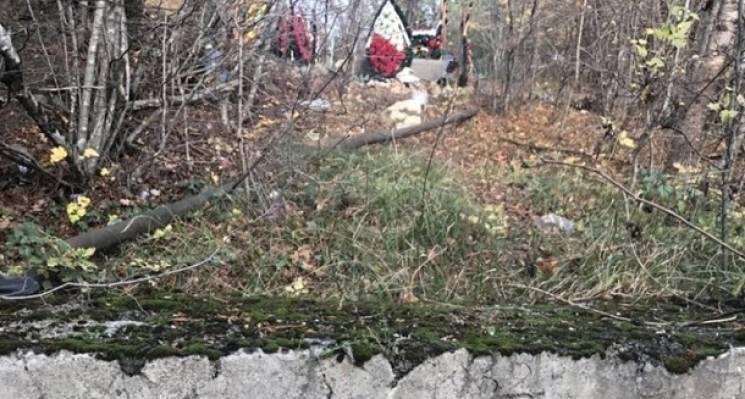 Ховають у річці: В окупованому Криму підняли скандал через брак місць на цвинтарях (ФОТО)