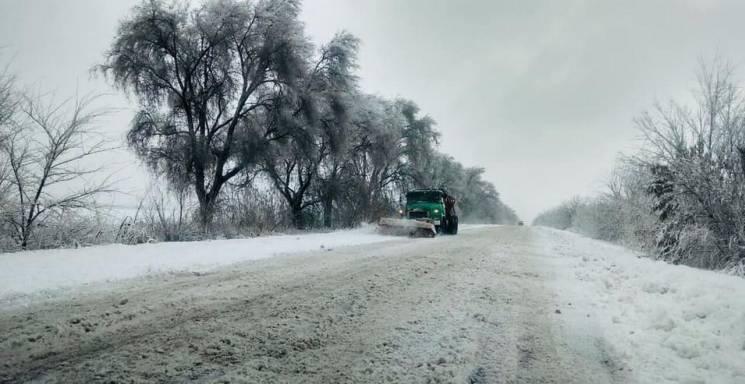 Мокрый снег и гололедица: На Днепропетро…