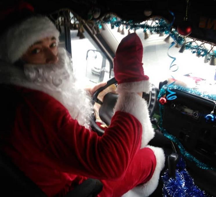 У Дніпрі водій маршрутки перевдягнувся Дідом Морозом (ФОТО)
