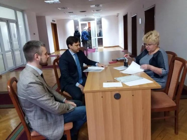 В ЦВК уже зареєструвався перший кандидат в президенти (ФОТО)
