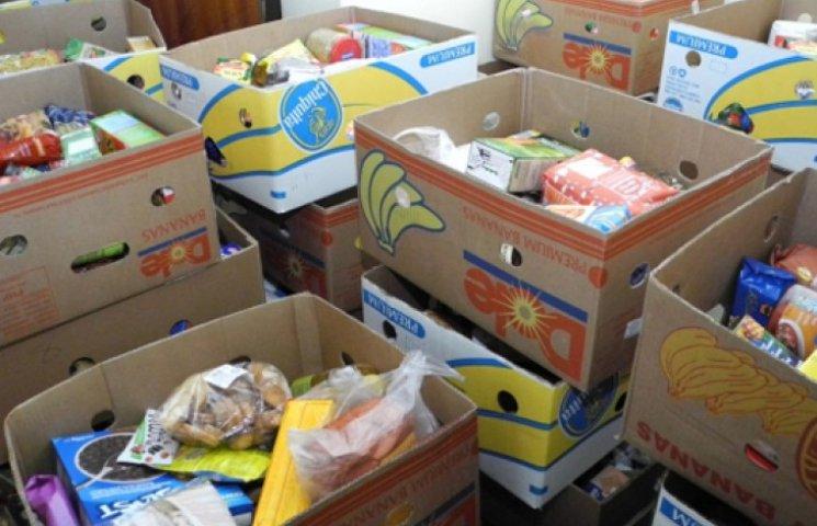 Война и кризис: украинцы забивают гаражи продуктами, водкой и керосином
