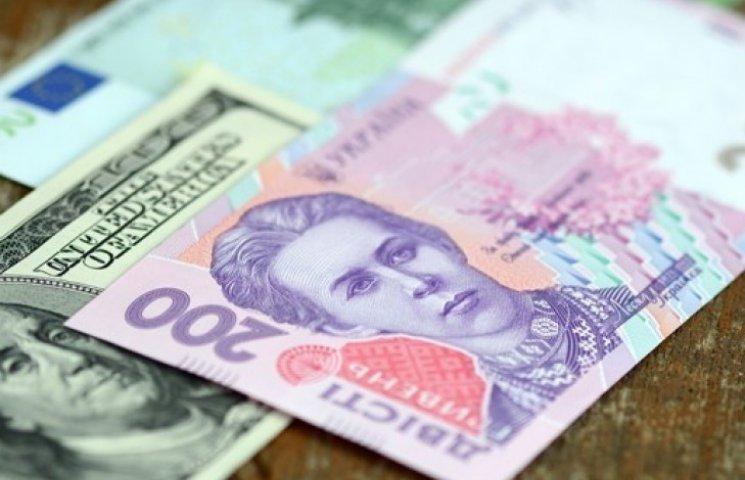 На «черном рынке» доллар продают уже по 32 гривни