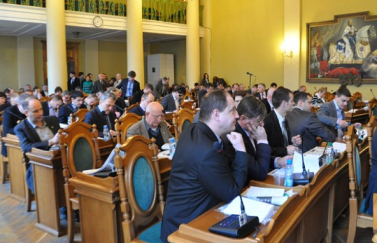 Депутатам на Львовщине раздавали повестки прямо на сессии. Трое не взяли
