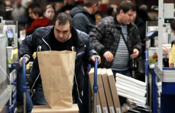 Українці скуповують товари, що подорожчали