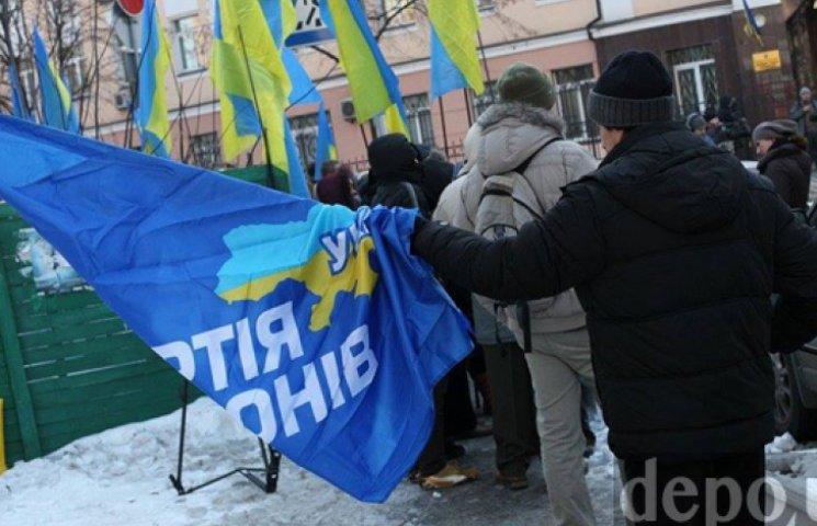 Ефремов в годовщину расстрела Майдана собрал сторонников Партии регионов