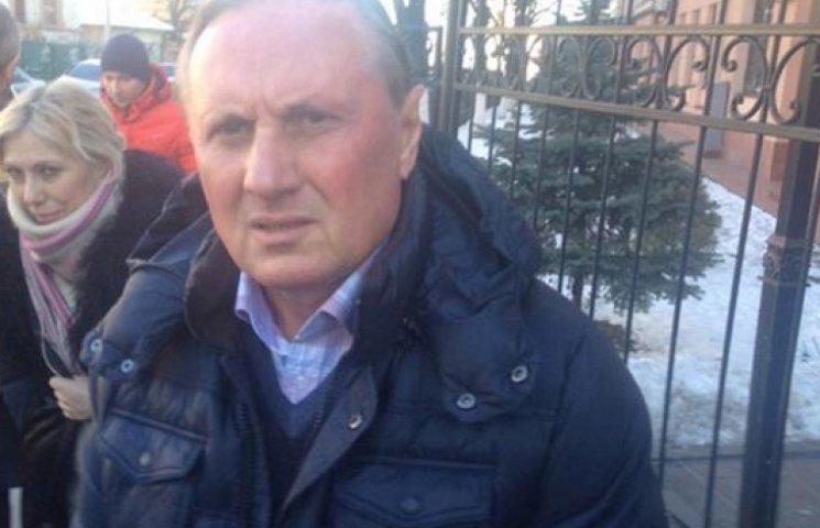 Ефремова выпустили из ГПУ, но пообещали браслет — журналист