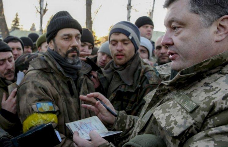 Всі бійці, які вийшли з Дебальцевого, підуть на ротацію і отримають премії - Порошенко