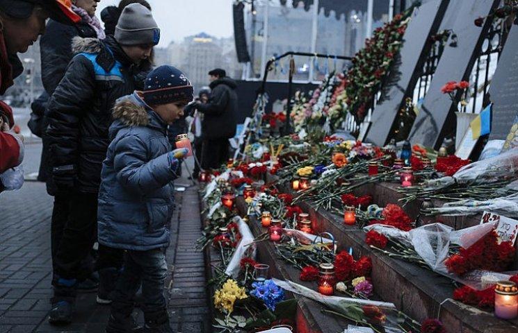 В годовщину революции люди массово идут на Майдан