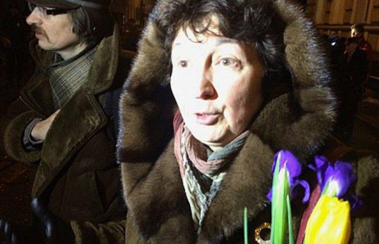 В Москве задержали людей за попытку возложить цветы в память о погибших на Майдане