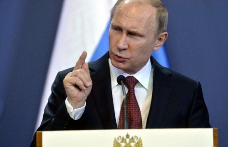 Вихваляючись армією, Путін пообіцяв відповісти на тиск ззовні