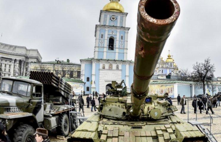 Турчинов у Києві відкрив виставку підбитої бойової потужності РФ