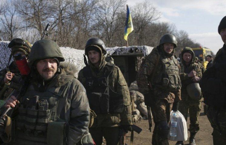 Украина не отводит тяжелое вооружение из-за обстрелов боевиков