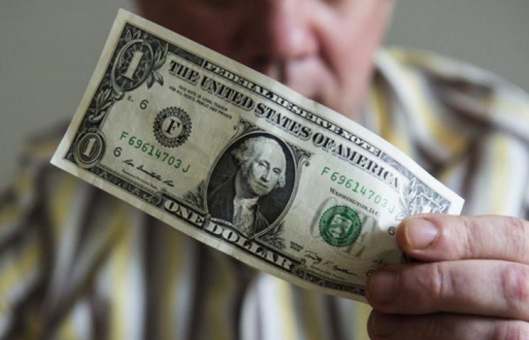 Что можно купить за 1 доллар в Киеве и Москве?