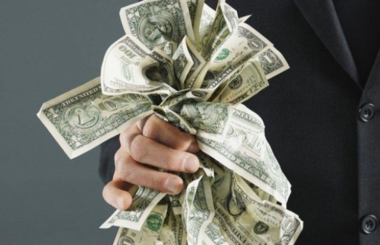 Доллар на межбанке рухнул до 21,82 грн
