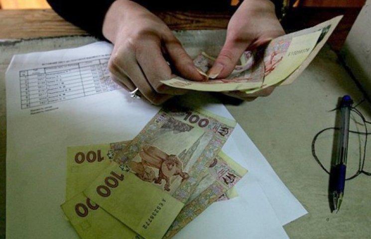 Середня зарплата в січні знизилася на 557 грн - Держстат