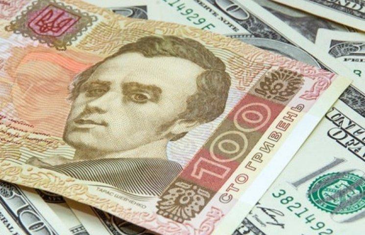 Официальная гривня укрепилась сразу до 27,8 грн/$