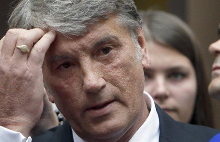 Ющенко пояснил падение гривни дефицитом бюджета и «включением станка»
