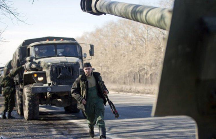 Террористы обстреливают Авдеевку, чтобы закрыть заводы в Мариуполе – Яценюк