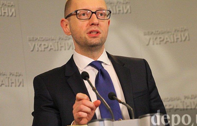Яценюк розповів, чому не підвищить пенсії та зарплати бюджетникам