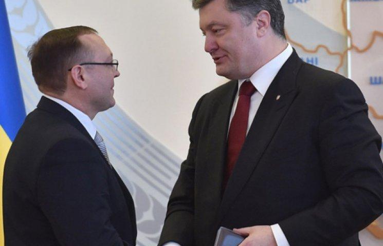 Порошенко з сином та Гройсманом у Вінниці представив нового голову області