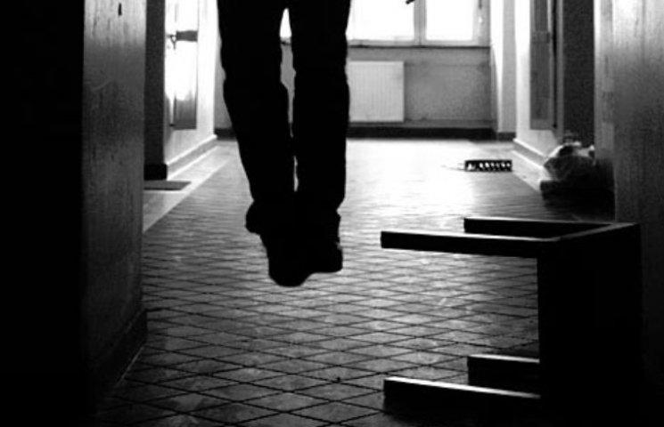 У Миколаєві через депресію чоловік намагався задушити себе паском від халату