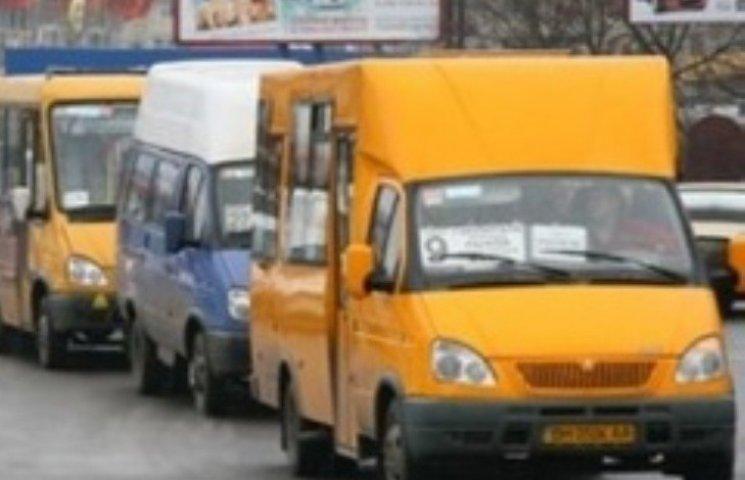 Жителі Матвіївки скаржаться на погане транспортне сполучення, але не хочуть їздити з пересадкою