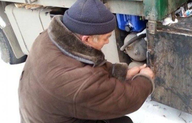 Миколаївський водій провів у сніговому полоні десять днів