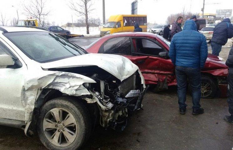 """У Миколаєві лихач """"вбив"""" одразу чотири автомобілі"""