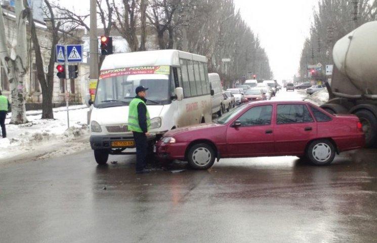 У Миколаєві чергова маршрутка втрапила в ДТП