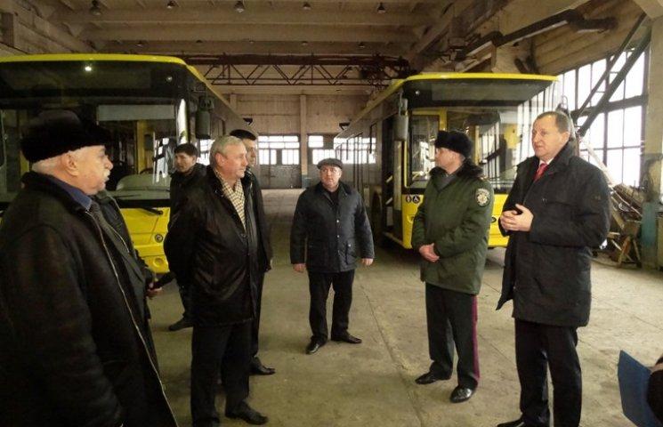 Мер Лисенко наказав скасувати тендер на купівлю маленьких автобусів
