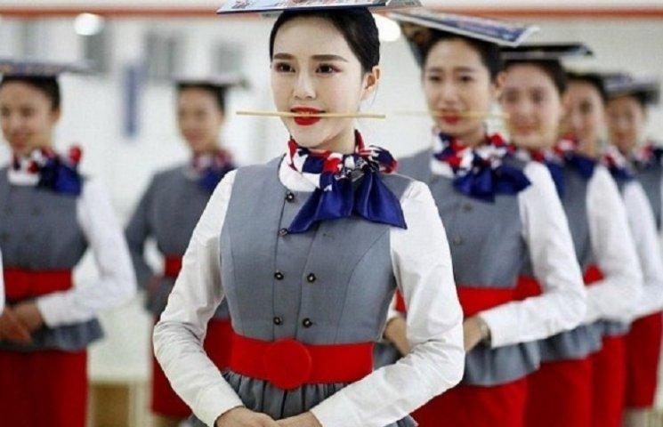 Гірше, ніж в армії: Як тренують стюардес у Китаї