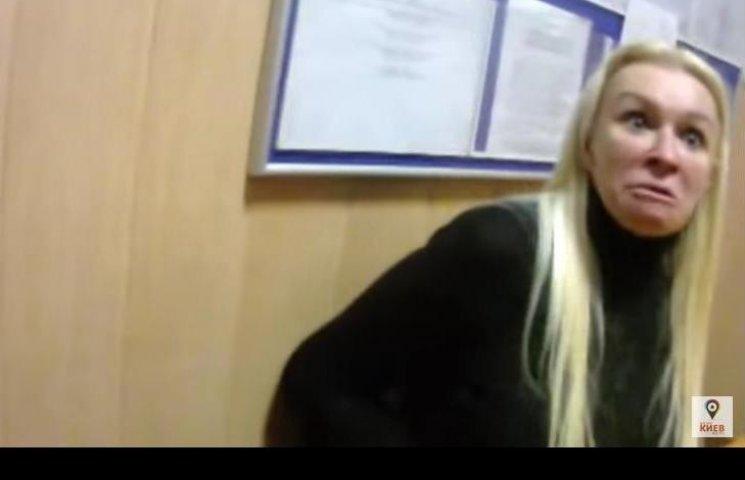 Як неадекватна блондинка на Range Rover влаштувала скандал поліцейським