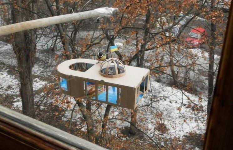 Кияни перетворили Раду на годівницю для птахів (ФОТО)