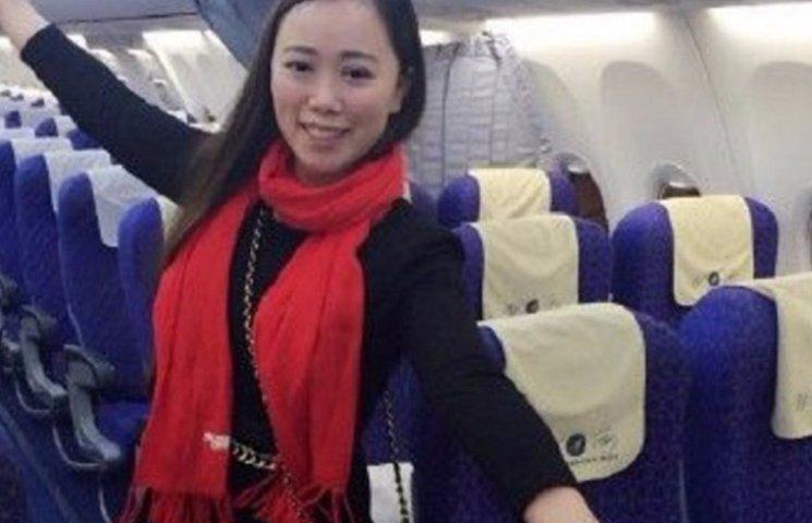 Як китаянка летіла одна у величезному Boeing