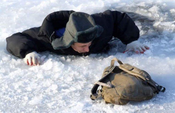 На Миколаївщині рибалка провалився під кригу