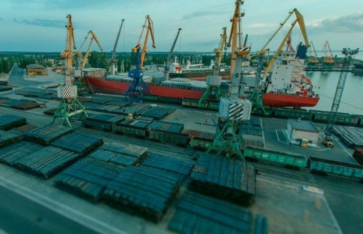 """Чиновники спецморпорту """"Октябрськ"""" """"назловживали"""" 135 млн грн"""