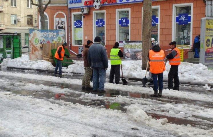 Як у Миколаєві комунальники граються зі снігом