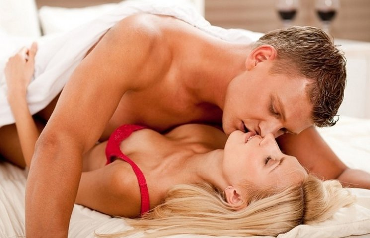 Названі найкращі пози спання подружжя для зміцнення стосунків