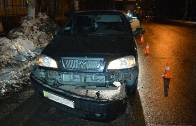У Миколаєві Mitsubishi підрізав Chery та втік з місця пригоди