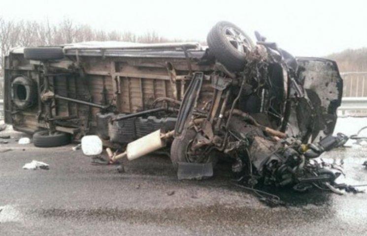 Двоє закарпатців загинули внаслідок жахливої аварії на Сумщині