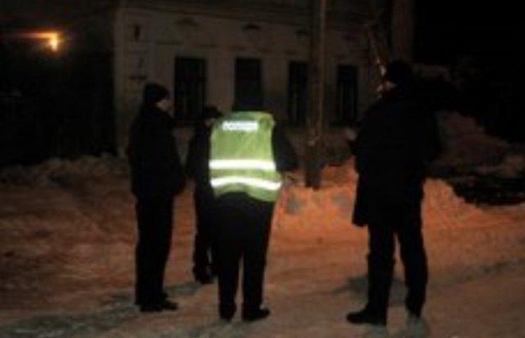 У Миколаєві хлопець вдарив власну дівчину ножем та втік